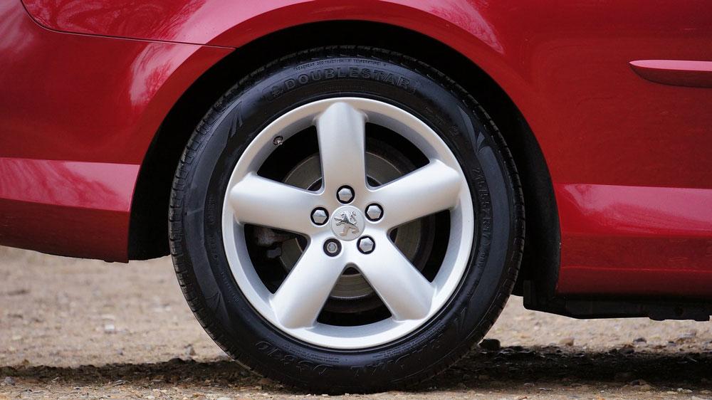 Kolesnyj-disk-s-ehmblemoj-Peugeot